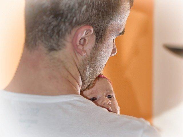 Od 1.2.2018 začala platit nová dávka při narození dítěte – otcovské